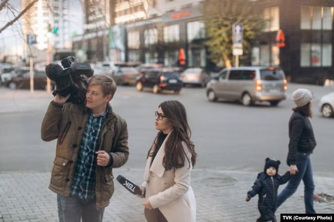 Журналисты телекомпании на работе