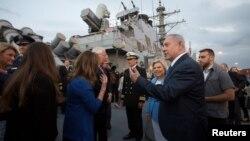 بنیامین نتانیاهو، نخستوزیر اسرائیل، در جریان دیدار از ناوشکن موشکانداز آمریکایی در بندر اشدود