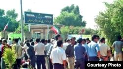 تجمع اعتراضی کارگران نیشکر هفت تپه در مهر ۸۵