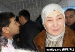 Родственники осужденных по обвинению в терроризме после оглашения приговора. Актобе, 14 декабря 2011 года.