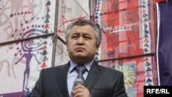 Өмүрбек Текебаев Элдик курултайда сөз сүйлөөдө, 17-март, 2010-жыл