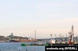 И сам порт. Один из крупнейших в России