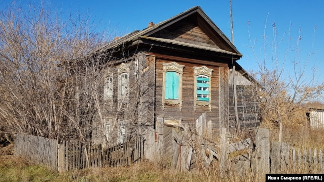Брошенных и полуразрушенных домов в Юртах немало