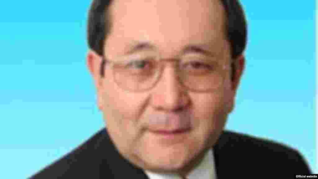 Ерасыл Абылкасымов (1948 года рождения) – кандидат в президенты на выборах 2005 года, набрал 0,34 процента голосов. Имеет медицинское образование, в 2001-2004 годах - депутат мажилиса парламента.