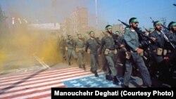 Теҳронлик фотосуратчи Манучеҳр Дегхатий 1979 йилги Эрон инқилоби пайтида олган сурат.