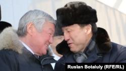 Бердыбек Сапарбаев в бытность вице-премьером (слева) и аким Астаны Адильбек Джаксыбеков на открытии года Ассамблеи народа Казахстана. Астана, 6 февраля 2015 года.