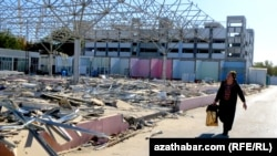"""Aşgabat: """"Arzuw bazary"""" ýumruldy"""