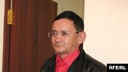Журналист независимой газеты «Алма-Ата Инфо» Асхат Бименбетов слушает свой обвинительный приговор. Алматы, 19 марта 2009 года.