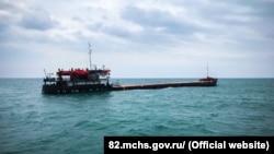 Суховантаж BERG буксирують до бухти Феодосії. 2 лютого 2018 року