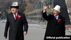 Асылбек Жээнбеков и Алмазбек Атамбаев. Бишкек, 3 марта 2012 г.