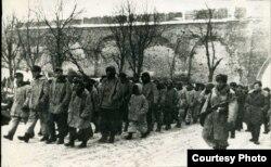 Историческая фотография – пленные немецкие солдаты в Новгородском кремле