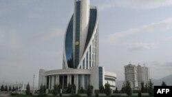 Aşgabat, Saglygy saklaýyş we derman senagaty ministrliginiň binasy