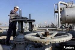 На нефтяном месторождении недалеко от иракского города Басра. 23 ноября 2014 года.
