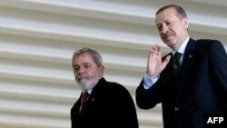 Brazil -- President Luiz Inacio Lula da Silva with Turkish Prime Minister Recep Tayyip Erdogan (R) in Brasilia, 27May2010