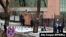 Consulatul României la Chişinău, în ziua alegerilor