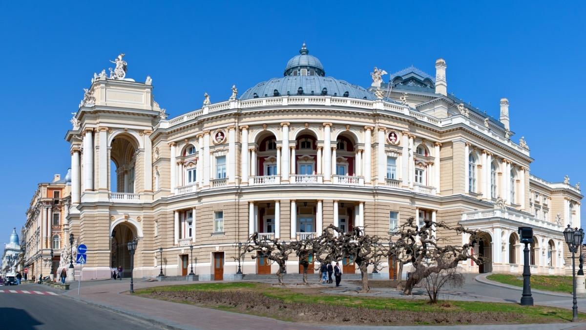 В Одессе напали на главного режиссера оперы - он связывает это со своим намерением возглавить театр