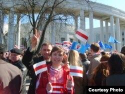 Ганна Шапуцька. 2007 год. З дачкой і мужам на Дзень Волі.