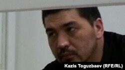 Блогер Ермек Тайчибеков на скамье подсудимых. Село Кордай Жамбылской области, 4 ноября 2015 года.
