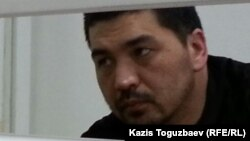 Блогер Ермек Тайшыбеков сотта отыр. Жамбыл облысы, 4 қараша 2015 жыл.