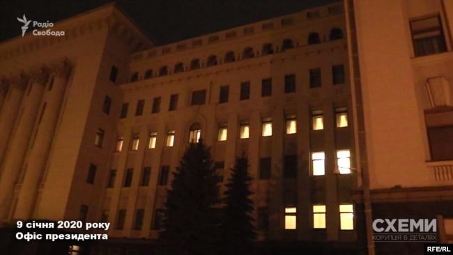 А вже через кілька хвилин після того Володимир Зеленський розпочав нараду з приводу катастрофи українського «Боїнга»