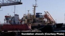 Нефтяной танкер в порту Триполи (архив)