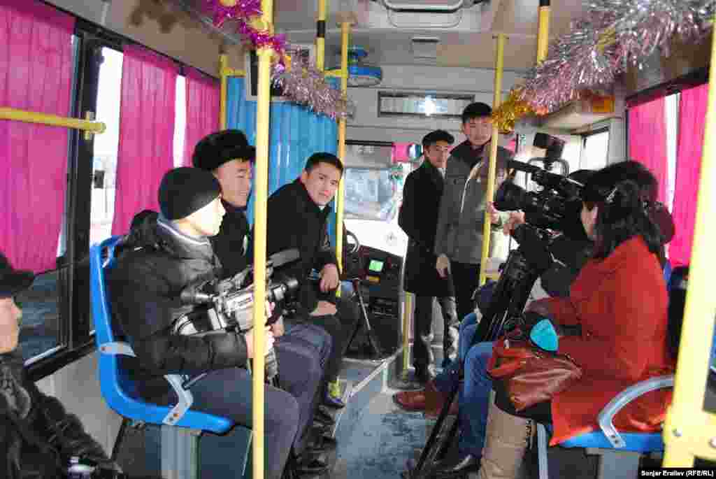 """Весной 2012 года в Оше по инициативе общественного объединения """"Журналисты"""" возле Ошского национального кыргызского драматического театра уже была открыта Аллея журналистов."""