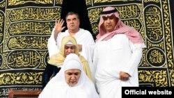 Эмомали Рахмон во время совершения паломничества – малого Хаджа в Мекке, 3 января, 2016 года