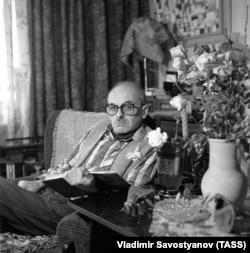 Булат Окуджава, 1982. Фото Владимира Савостьянова /Фотохроника ТАСС/
