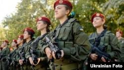 Президент зазначив, що жінки-військові будуть крокувати окремою формацією – «коробкою»