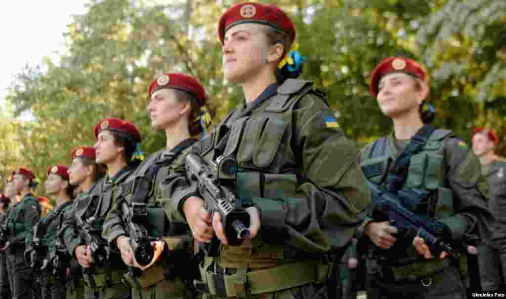 Першокурсники Національної академії Національної гвардії України складають присягу на вірність українському народові. Київ, 10 вересня 2016 року