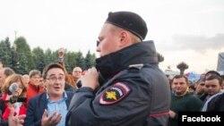 Навальныйды қолдау митингісіне қатысып тұрған Раушан Валиуллин.