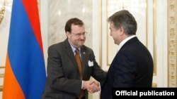 Armenia - Prime Minister Karen Karapetian meets with U.S. Ambassador Richard Mills in Yerevan, 10Feb2017.