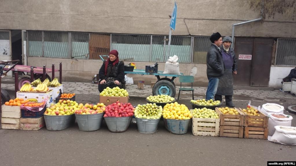 В Узбекистане разрешат перевозку овощей и фруктов грузовыми  Власти Узбекистана разрешат вывозить на экспорт овощи и фрукты грузовыми автомобилями но право осуществлять это будет дано только нескольким предприятиями