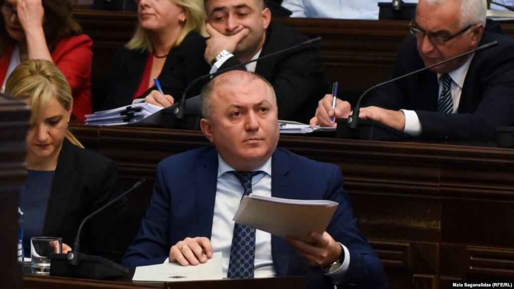 42-летний Лилуашвили по образованию экономист в области международных отношений, вся его трудовая деятельность, в основном, связана с коммерческими компаниями
