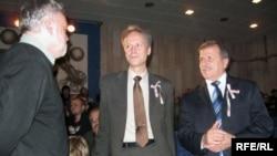 Амбасадары Швэцыі Стэфан Эрыксан і Славакіі Марыян Сэрватка з Уладзімерам Арловым.