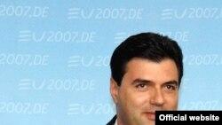 Albaniyanın Xarici İşlər naziri Lulzim Başa iyulun 31-də Elmar Məmmədyarova zəng edib