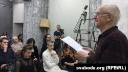 Алесь Разанаў праводзіць адкрытыя лекцыі ў «Лятучым унівэрсытэце», 2017 год