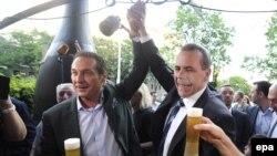 Руководство Партии свободы празднует успех на выборах. Слева – лидер партии Хайнц-Кристиан Штрахе