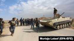 Iraqi federal police forces take up position in Rashad near Kirkuk.