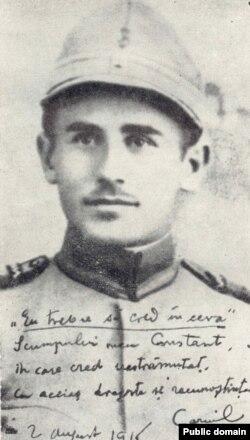 Scriitorul Camil Petrescu, căzut în captivitate la Oituz, în iulie 1917 și internat apoi în lagăre din Ungaria și Boemia (fotografie datată 1915)