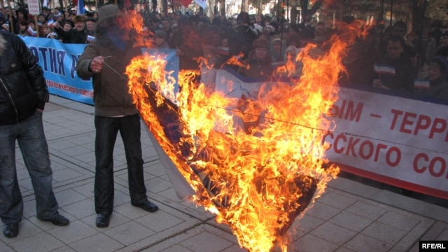Pro-Russian activists burn flags and protest against the United States and NATO in Crimea, which Moscow annexed from Ukraine earlier this year. (file photo)