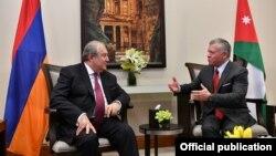Король Иордании Абдалла Второй (справа) принимает президента Армении Армена Саркисяна, Амман, 6 апреля 2019 г.