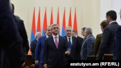 Armenia -- President Serzh Sarkisian meets with senior members of his Republican Party, Yerevan, 7Dec2015.