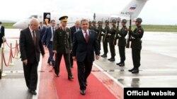 Рөстәм Миңнеханов Анкара һава аланында. 30 май 2012 ел