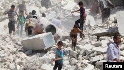 Последствия одного из авиаударов в Сирии