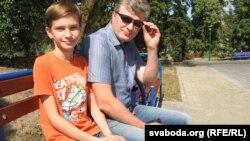 Мікіта Кузьмініч з бацькам Ігарам.