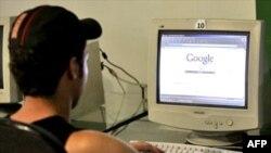 Ўзбекистон интернет кафеларида сиëсий мухолифа сайтларга киришга тақиқ қўйилган¸ аммо порнографик сайтларга кириш¸ бемалол.