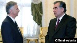 Эмомали Рахмон на переговорах с Дидье Буркхальтером, Душанбе, 22 ноября 2014 года.