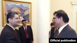Встреча премьер-министра Армении Тиграна Саргсяна с вице-президентом китайской компании Fortune Oil Даниелем Чью, Ереван, 23 февраля 2011