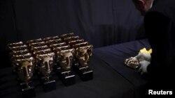 Статуэтки кинопремии BAFTA.